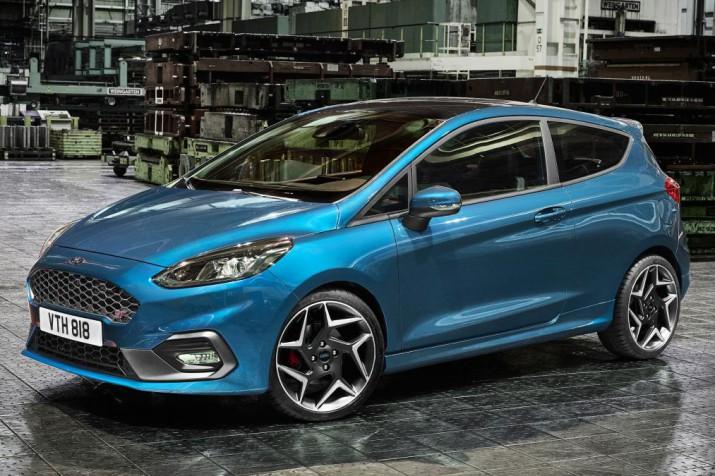 Ford представил заряженную версию Fiesta ST с тремя цилиндрами