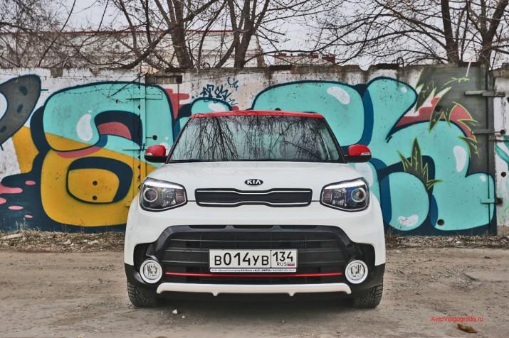На фотосессии Soul первой мыслью было снимать его на фоне граффити. У автомобиля такой же яркий и молодежный городской дух.