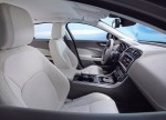 Jaguar XE L 2018 Фото 09