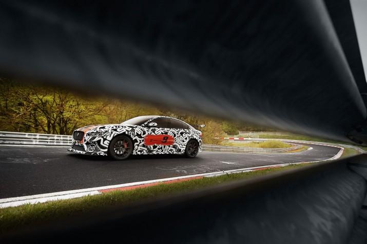 Самый мощный седан в истории Jaguar показали на фото