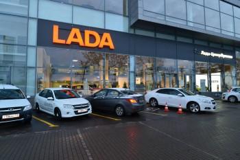 Дилерские центры Lada отметили дефицит автомобилей