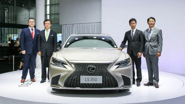 Lexus LS 350 фото 02