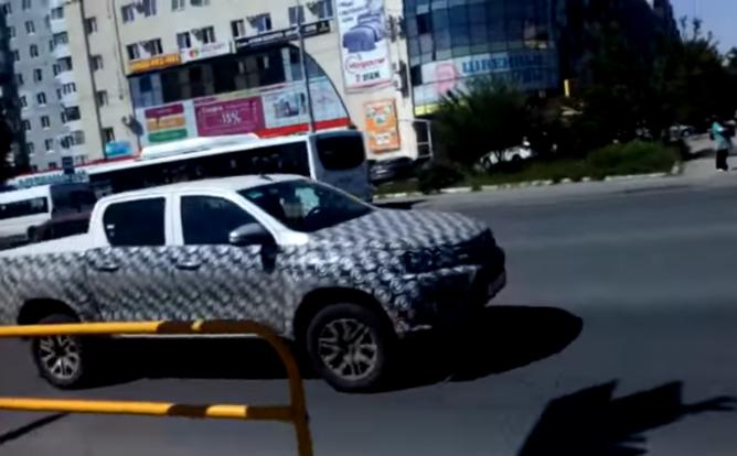 Рестайлинговый пикап Toyota Hylux заметили на тестах в Тольятти