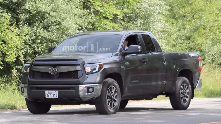 Toyota Tundra показалась во время тестов в США