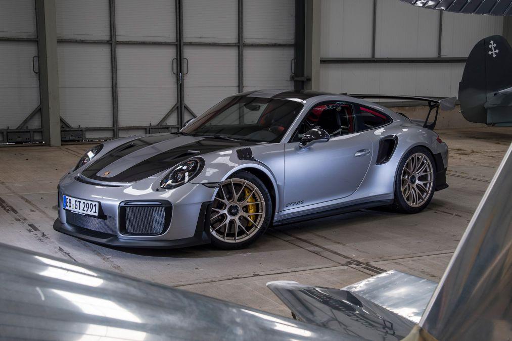 Новый Porsche 911 GT2 RS стал быстрейшей заднеприводной машиной «Нордшляйфе»