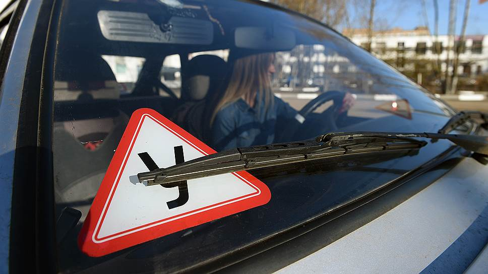 Новичкам могут запретить управлять авто с сильными моторами