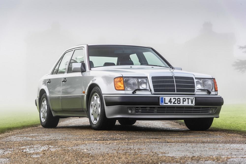 Mercedes 500E и Лансия Thema 8.32 Роуэна Аткинсона выставлены наторги