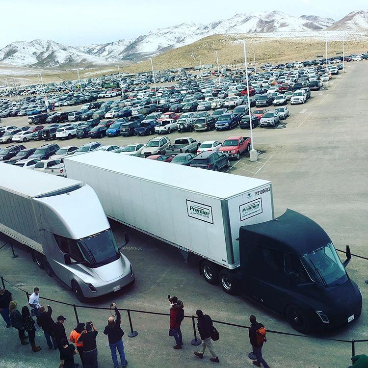 Беспилотная фура Tesla впервый раз удачно доставила груз