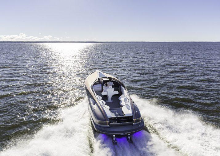 Lexus выпускает 20-метровую люксовую яхту