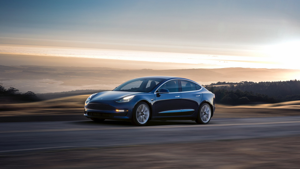 Сотрудники Tesla по внутренней электронной почте сообщили Илону Маску о выпуске 2000 единиц Tesla 3 за неделю