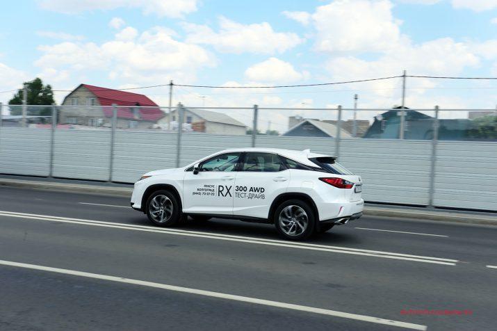 Lexus RX300 в движении