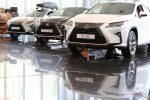 Автомобили Lexus RX с их отражениями