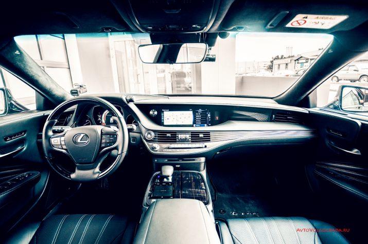 Интерьер Lexus LS 2018 года