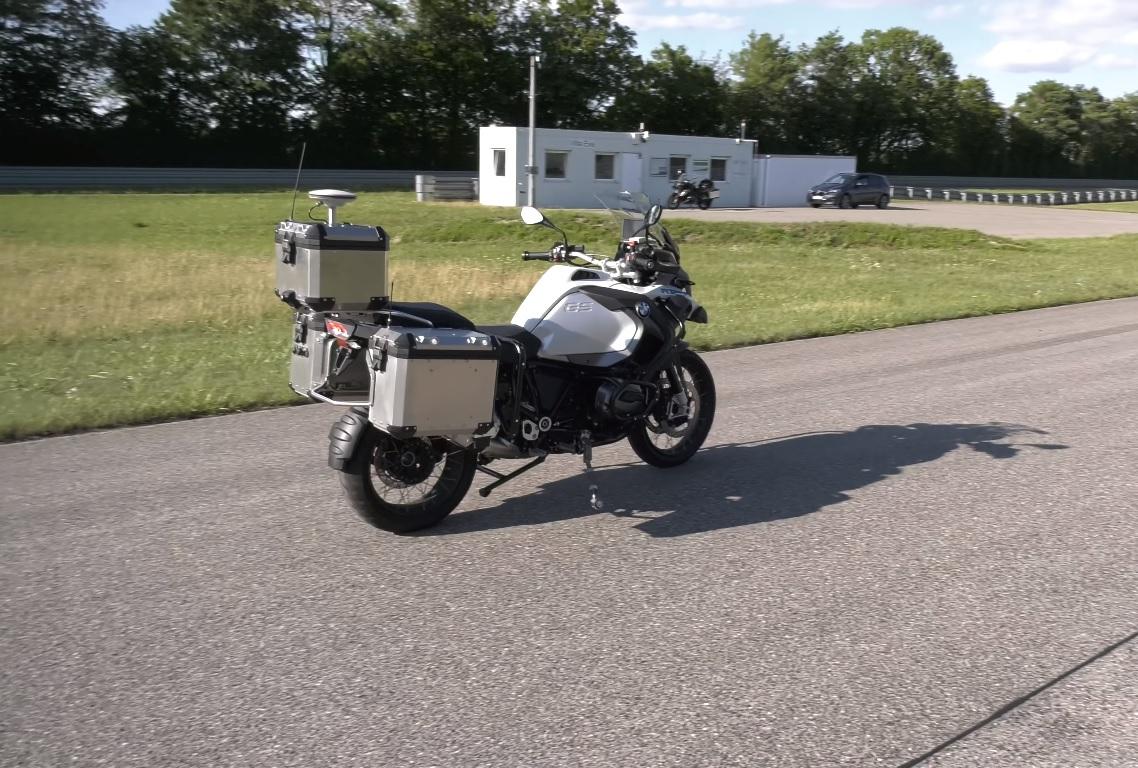 БМВ показала беспилотный мотоцикл