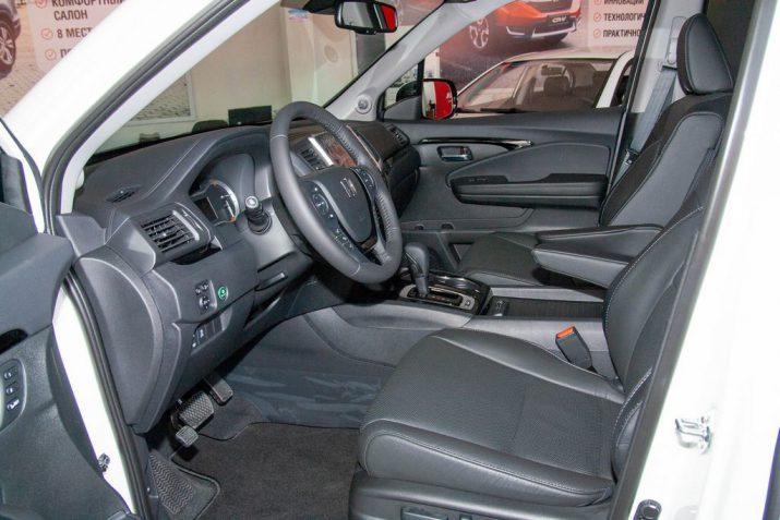 Передние кресла с электроприводом и обогревом в Хонда Пилот третьего поколения