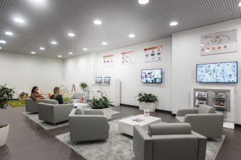 Клиентская зона отдыха автосалона Агат Киа волгоград