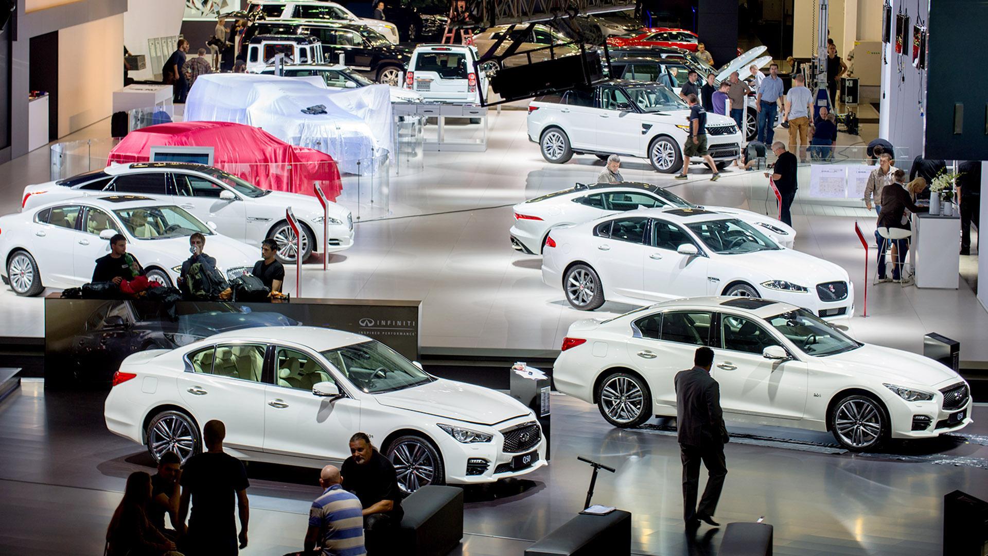 Дилерские центры не торопятся регистрировать новые автомобили