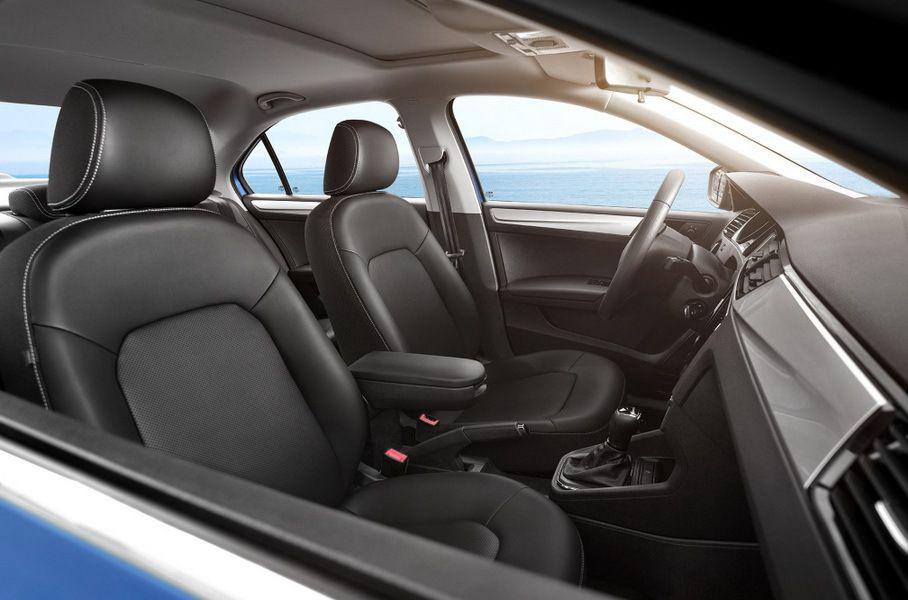 Skoda одновременно обновила Rapid в кузове хэтчбек и седан