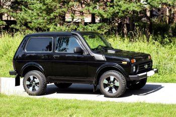 АвтоВАЗ распродал все серию внедорожника Lada 4x4 Black Edition
