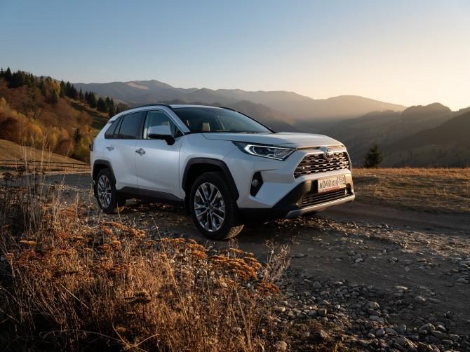 Toyota повысила цены на самые популярные модели
