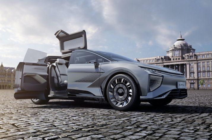 9-дверный внедорожник из Китая станет первым автомобилем со встроенной сетью 5G