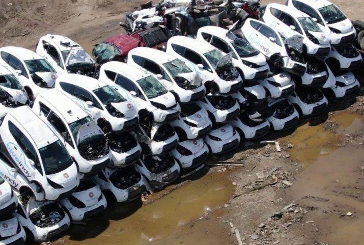 В США выбросили десятки электромобилей