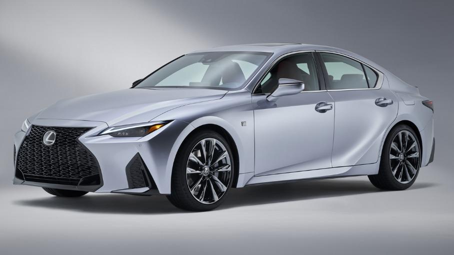 Дизайн нового Lexus IS представили на фото