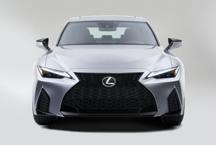 Дизайн нового Lexus IS представили на фото