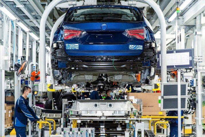 BMW выпустит серийный iX3 до конца лета