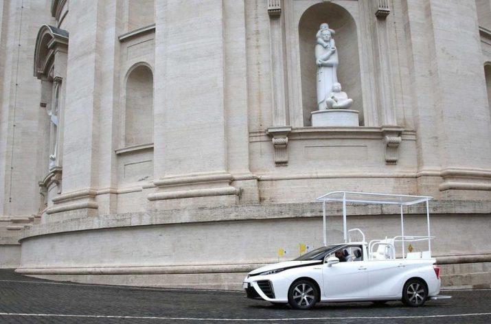 Новая машина Папы Римского - понтифик теперь будет ездить на водородном седане Toyota