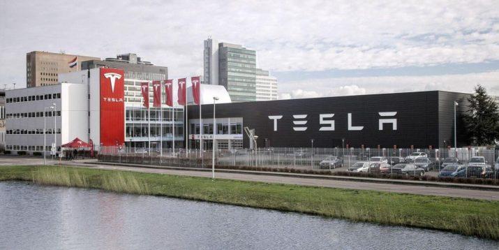 Рекорд среди электрокаров - Tesla активно продаётся