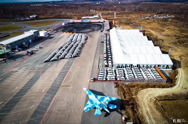 Сотни моделей Mazda застряли в Приморье