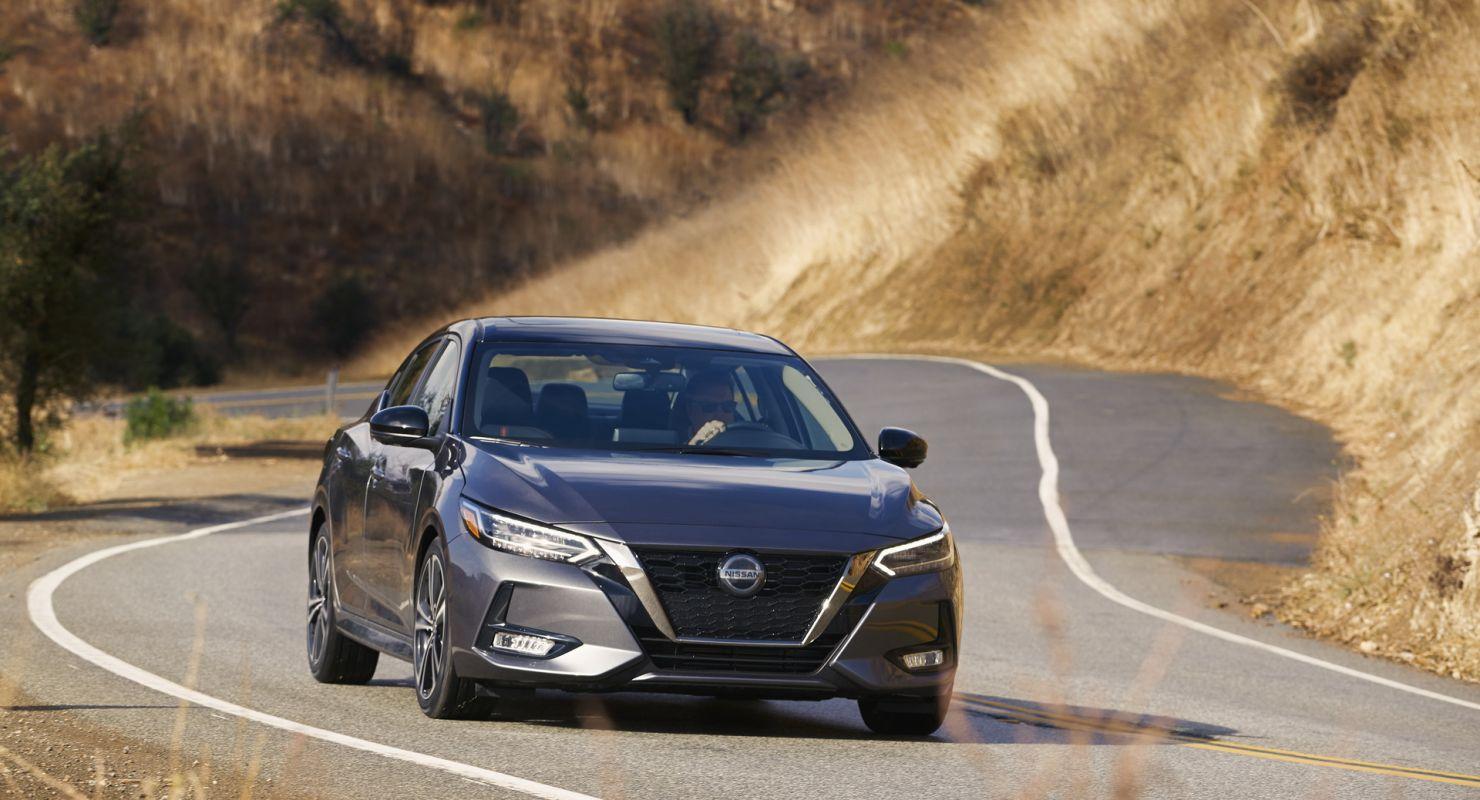 Стартовый вариант обновленного Nissan Sentra оснастят базовой интеграцией с мобильным устройством