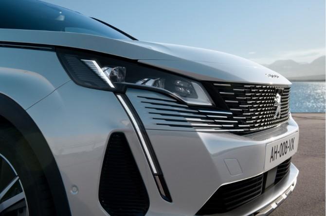 Стала известна цена Peugeot 3008 и 5008 в РФ