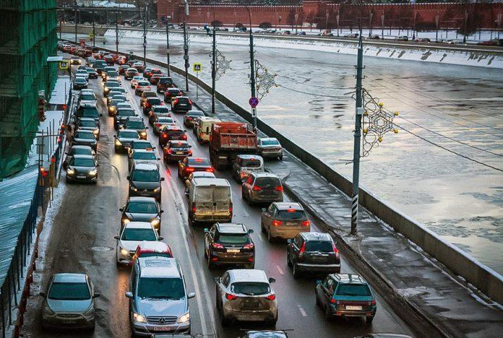 Москва заняла лидирующие позиции в списке городов мира с самыми сильными пробками