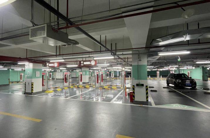 В Китае заработала самая крупная зарядная станция Tesla