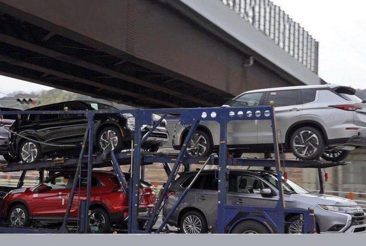 В Японии запечатлели автовоз с новыми Mitsubishi Outlander