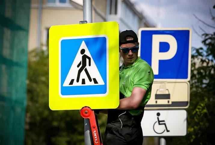 В РФ уберут уменьшенные знаки на дороге и введут запрет на правый поворот на «красный»