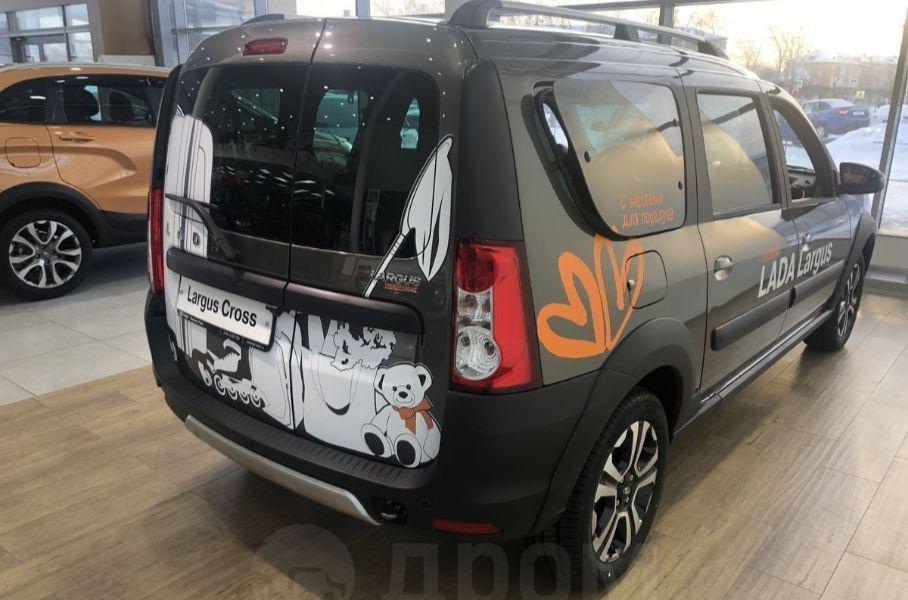 У дилеров появился рестайлинговый Lada Largus FL, стоит он более 1 000 000 рублей