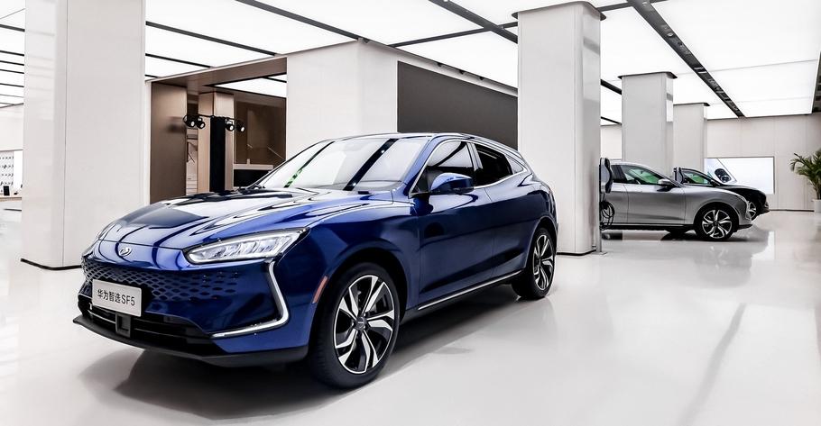 Выпуск автомобилей под собственным брендом запустил Huawei
