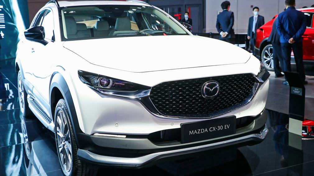 На Шанхайском автошоу дебютировал электрический кроссовер Mazda CX-30
