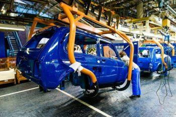 Более чем в два раза вырос выпуск легковых машин в России