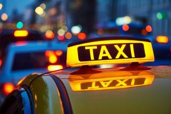 Что может заставить жителей России отказаться от услуг такси, рассказали в сети