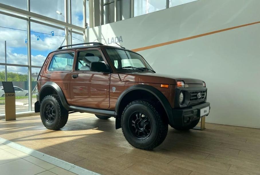 Раскрыты ценники на новую Lada Niva Bronto: цена перешагнула отметку в 900000 рублей