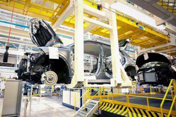 Производственные потери из-за мирового дефицита микроэлектроники оценили в Renault